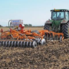 Minimum tillage soil cultivation